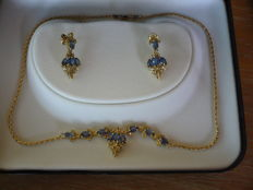 Set made up of 18 kt gold necklace and earrings for women