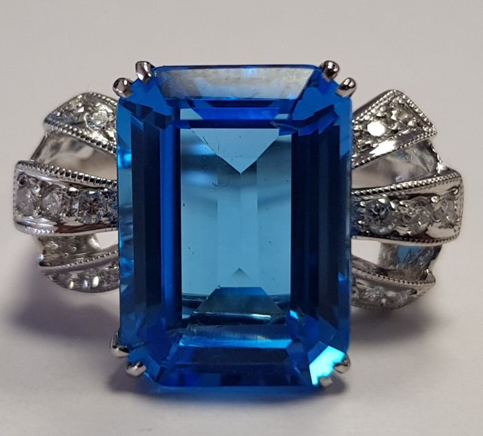 8.01 ct Blue Topaz and White Diamond 0.25 ct Ring in 18 ct White Gold-