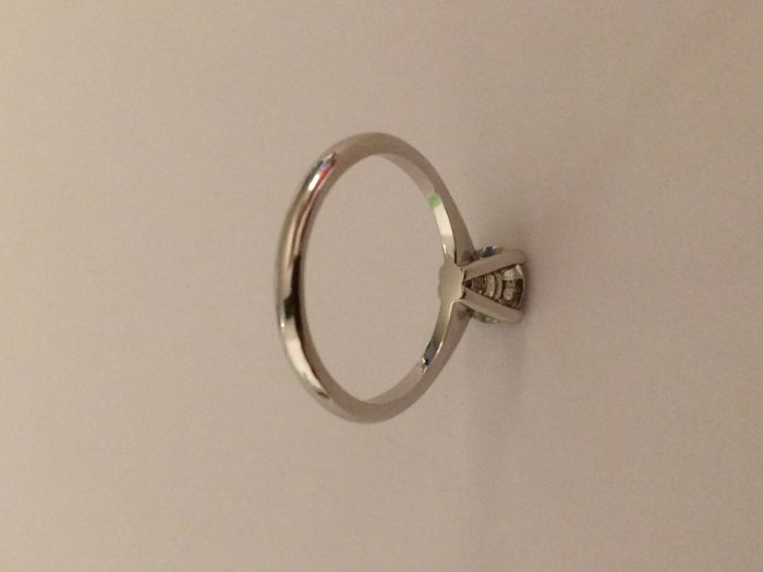 Solitaire ring in 18kt/750 white gold  with 0.94 diamond - Inner size: 18 mm ***no reserve price***