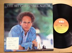 Art Garfunkel personelly signed LP and Linda Ronstadt . 1 very nice picture disc, one coloured vinyl and 1 with a special sleeve.