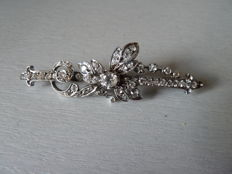 Superb brooch in solid silver with pin in gold set with white gems.