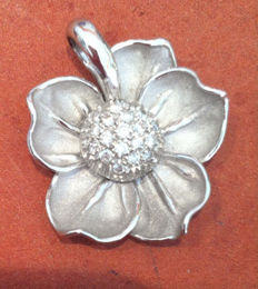Anna Maria Camilli - flower pendant in 18 kt white gold and diamonds
