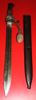 "Bayonet 98/05 ""Butcher Bayonet"" with portepee, Maker: F. Koeller & co., Ohligs Solingen, in very good condition"