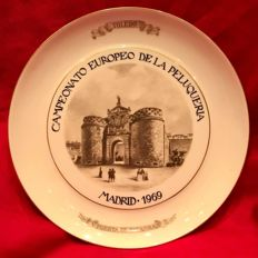 A curious , vintage porcelain  plate, conmemorative of the European Hairdressing Championship , Madrid  1969