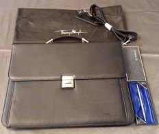 Thierry Mugler Briefcase & Parker classic ballpoint