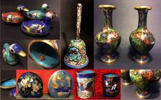 Eight cloisonné objects – China, 20th cent.