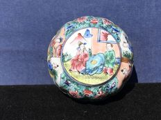 A Canton Enamel box - China - early 19th century
