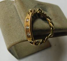 Ring in 18 kt gold with 0.15 ct diamonds – inner measurement: 20.5 mm