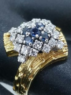 Two-gold ring with sapphires and diamonds - 18 kt/750 yellow gold, ring size 58.