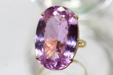 18k gold ring set with natural kunzite 26 ct, size 54.