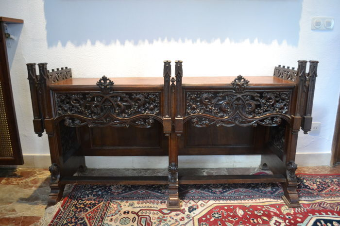 Neo-Gothic dining room set in mahogany and walnut wood, 19th century