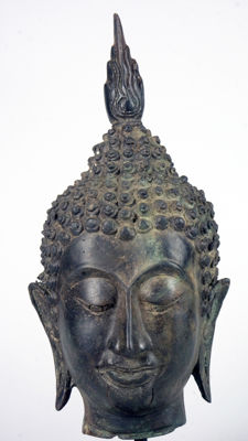 Beautiful Buddha head in bronze on stand – Thailand – circa 1970