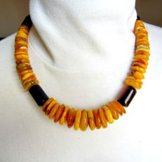 Baltic Amber necklace, egg yolk and cherry colour, 77.3 g weight