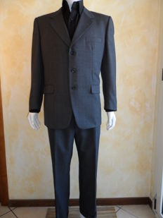 Burberrys -- Exclusive men's suit