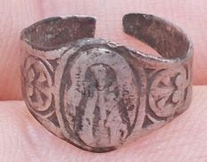 Medieval silver figural religious ring - 13th-14th century