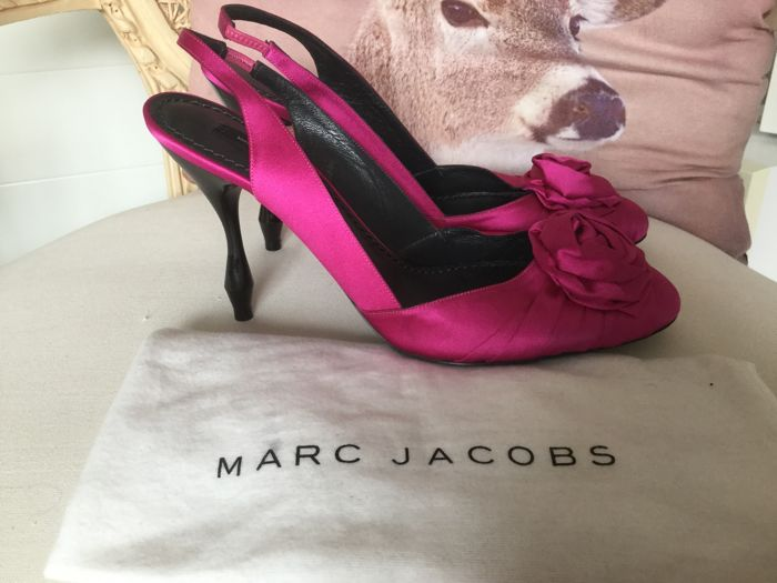 Marc Jacobs low heels beautiful and made from silk