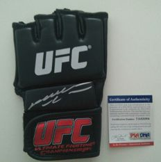 UFC glove hand-signed by Anderson Silva with a PSA/DNA certificate