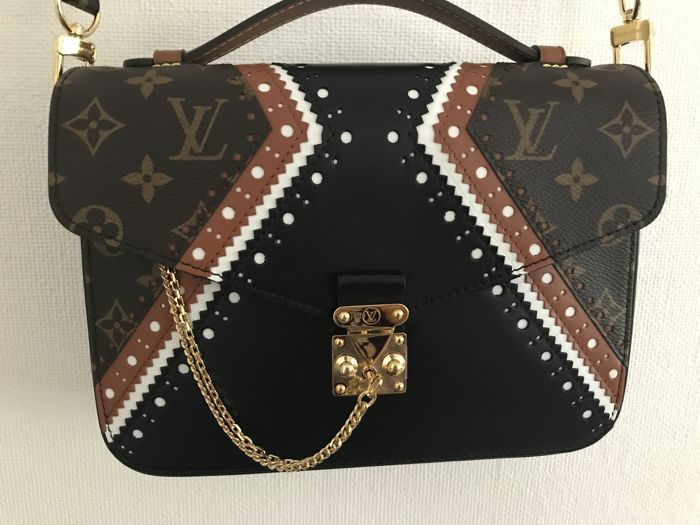 Louis Vuitton Limited Edition Pochette Metis Brouge Mm Runway
