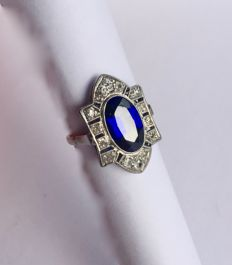 18 kt Art Deco ring with diamond and sapphire