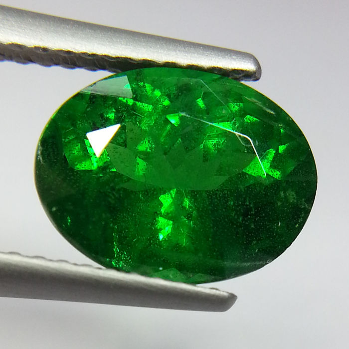 Green Tsavorite Garnet - 3.53 ct