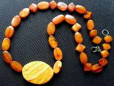 Antique Arabic Kahraman amber necklace butterscotch olives, weight 16.5g