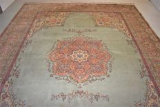 This is an oriental carpet, Tabriz – 20th century, circa 1950–1960 – 370 x 277 cm – With certificate of authenticity