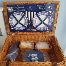 For classic car/oldtimer 4 people reed picnic basket