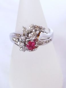Ring with brilliant cut ruby, 0.25 ct, red colour, clarity VS1, and brilliant cut diamonds, 0.27 ct, colour H, clarity VS1, and marquise cut diamonds, 0.15 ct, colour H, clarity VS1, totalling 0.42 ct