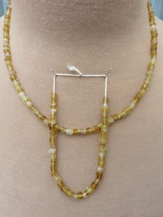 Post medieval - necklace and bracelet of yellow glass beads - 43 cm and 20 cm. (2)