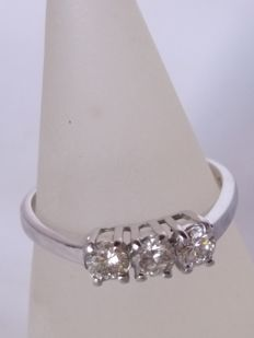 18 kt white gold trilogy ring with brilliant cut diamonds for 0.60 ct, colour: I/J, clarity: VS/S1