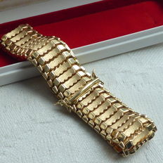 Wide yellow gold link bracelet.