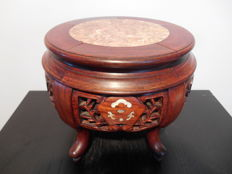 Beautifully decorated wooden stand inlaid with marble - China - Second half of 20th century
