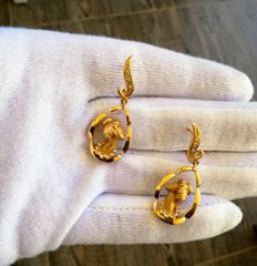 18 kt Gold earrings - with white Sapphire
