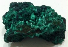 Large Green Malachite rough - Crystal Rock - 13.34 x 11.94 x 7.54 cm - 435 gm