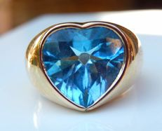 Heavy ring in 18 kt yellow gold - 17 g - with topaz heart.