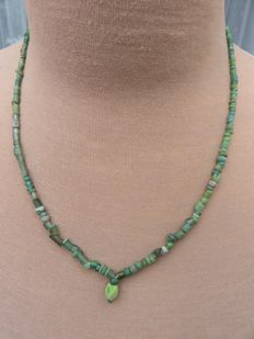 Roman Empire - Roman necklace with green iridescent glass beads - 48 + 1 cm.