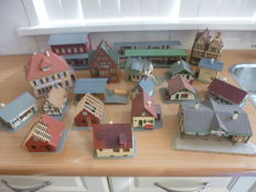 Faller/Pola/Vollmer H0 - 20 buildings town, village, station, track.