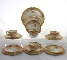 Redfern & Drakeford - Beautiful Porcelain Tea Set with Floral Pattern - 4 Place Setting, 17 Items