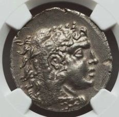 Greek Antiquity - Kingdom of Macedon - Alexanter the Great. Rare Issue Tetradrachm. NGC Choice AU 5/5 - 3/5, circa 125-70 BC, Zeus seated left on backless throne, right leg drawn back, eagle in right hand, long scepter in left.
