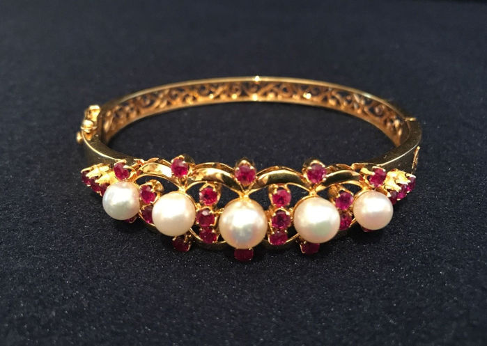 Bracelet bangle with rubies approx. 2.5 ct and pearls - Akoya pearls, made of 585/14 kt gold.