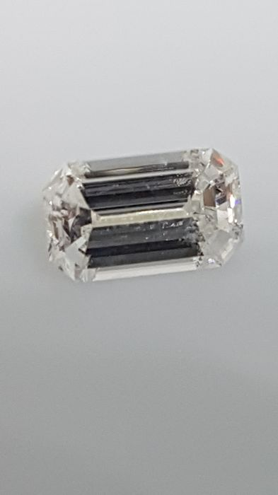 1.00 ct - Emerald cut - White - D / VS1