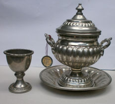 Sugar bowl and egg cup in pure pewter, made by Delfi
