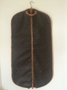 Louis Vuitton – garment bag