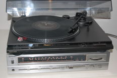 Vintage Technics SA-110 receiver and SL-BD22 record player