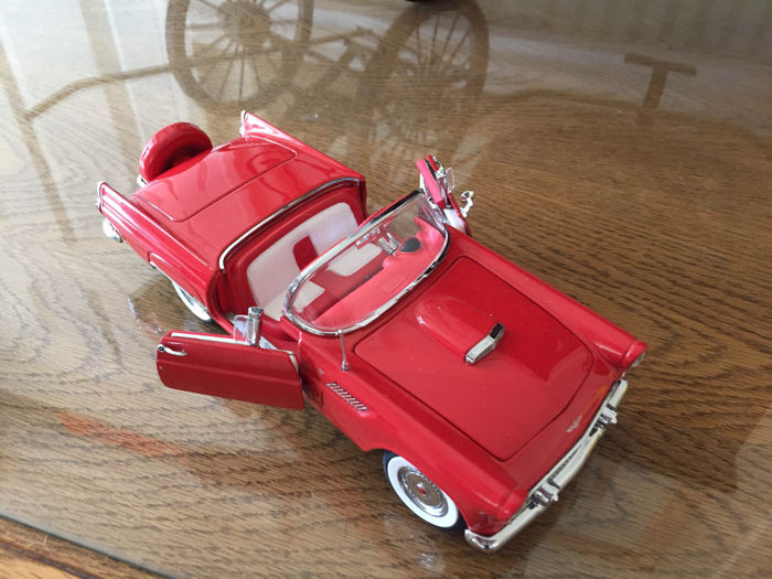 Danbury Mint - Scale 1/24 - Ford Thunderbird 1956 and and a 1957 chevrolet Bel Air