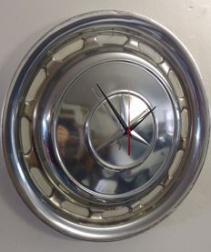 Mercedes clock made of a hubcap