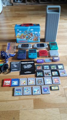 Lot of 7 Game Boys with 20 games and accessory