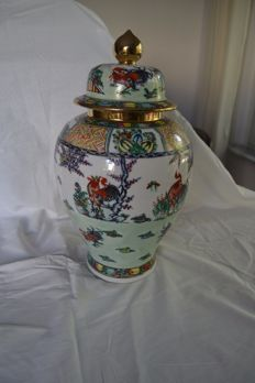 Porcelain vase - Macao - second half of the 20th century