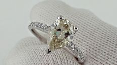 1.72 ct pear diamond ring made of 14 kt white gold - size 7