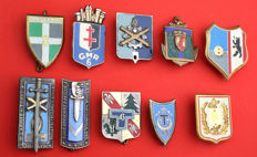 France - 10 uniform badges of French army